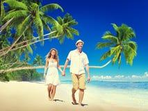 Концепция тропического пляжа медового месяца пар романтичная Стоковая Фотография