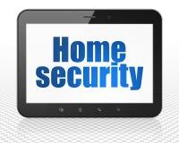 Концепция уединения: Tablet компьютер ПК с домашней безопасностью на дисплее Стоковое фото RF