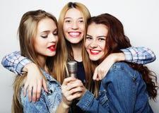 Концепция уклада жизни, счастья, эмоциональных и людей: бедра красоты Стоковая Фотография RF