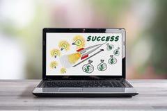 Концепция успеха в бизнесе на экране компьтер-книжки Стоковая Фотография