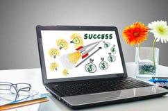 Концепция успеха в бизнесе на экране компьтер-книжки Стоковое Фото