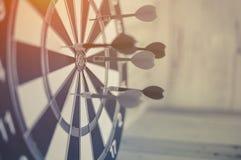 Концепция успеха в бизнесе стрелки Dartboard Стоковое Изображение