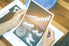 Концепция успеха коммерческой статистики: метка аналитика бизнесмена Стоковое Изображение