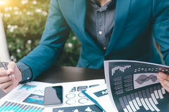 Концепция успеха коммерческой статистики: метка аналитика бизнесмена Стоковая Фотография RF