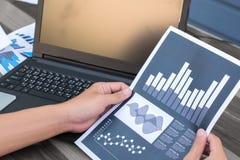 Концепция успеха коммерческой статистики: fina аналитика бизнесмена Стоковое Фото