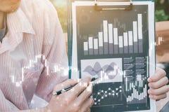 Концепция успеха коммерческой статистики: fina аналитика бизнесмена Стоковое Изображение