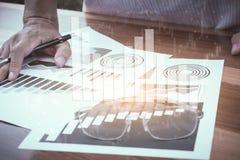 Концепция успеха коммерческой статистики: fina аналитика бизнесмена Стоковые Изображения