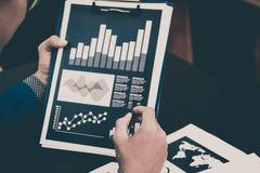 Концепция успеха коммерческой статистики: fina аналитика бизнесмена Стоковое фото RF
