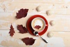 Концепция уюта осени Теплое и уютное время кофе осени Стоковое Изображение