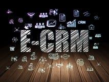 Концепция финансов: E-CRM в комнате grunge темной