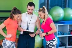 Концепция фитнеса, спорта, работать и диеты стоковое фото rf