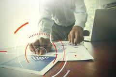Концепция фокуса на цели с цифровой диаграммой, диаграммой взаимодействует Стоковое фото RF