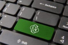 Концепция фондовой биржи интернета в клавиатуре компьтер-книжки Стоковое фото RF