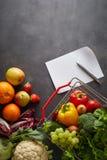 Концепция фруктов и овощей ходя по магазинам Стоковое Фото