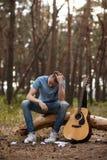 Концепция человека природы гитары усложнения искусства Стоковое фото RF