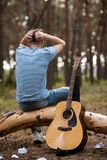 Концепция человека природы гитары усложнения искусства Стоковое Фото