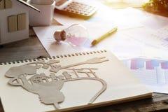 Концепция энергии, бумажный отрезок eco на тетрадях стоковое фото