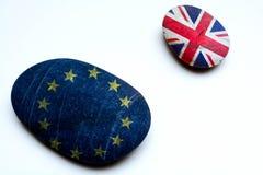 Концепция Brexit, Великобритания выходя Европейский союз как показано 2 островами стоковое изображение rf