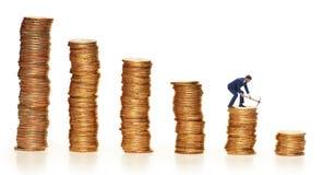 Концепция cryptocurrency с деньгами минирования бизнесмена Стоковое Изображение RF