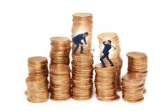 Концепция cryptocurrency с деньгами минирования бизнесмена Стоковые Изображения RF