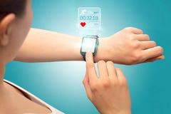 Концепция smartwatch руки Стоковая Фотография