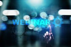 Концепция Webinar, онлайн обучения, образования и обучения по Интернету на виртуальном экране стоковая фотография