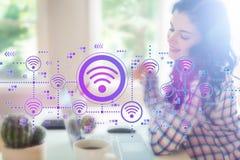 Концепция Wifi с молодой женщиной стоковые фото