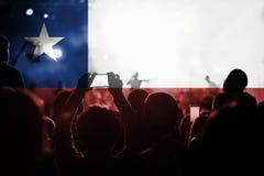 Концерт живой музыки с смешивать флаг Чили на вентиляторах Стоковые Фотографии RF