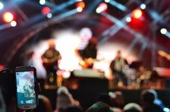 Концерт записи с мобильным телефоном Стоковая Фотография