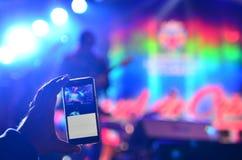 Концерт записи с умным телефоном Стоковые Фото