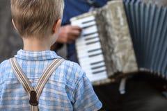 Концерт музыки улицы детства стоковое изображение