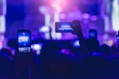 Концерт музыки фестиваля видео в реальном времени людей события Стоковая Фотография
