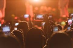 Концерт музыки фестиваля видео в реальном времени людей события Стоковое Изображение
