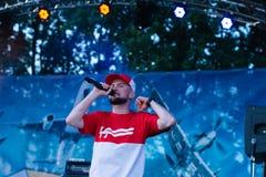 Концерт украинского рэп-исполнителя Yarmak 27-ое мая 2018 на фестивале в Черкассах, Украине стоковое фото