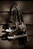 коньки хоккея bw старые Стоковое Фото