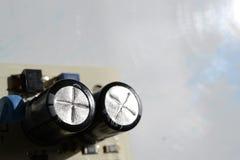 2 конденсатора на плате с печатным монтажом Стоковое Фото