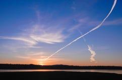 Конденсационный след на восходе солнца Стоковое Изображение RF