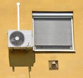 Кондиционер воздуха на стене стоковые фото