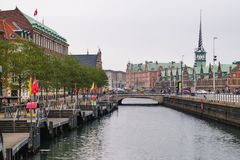 Копенгаген - 17-ое октября 2016: Взгляд к Borsen (Borsen) строя 17-ого октября 2016 Стоковая Фотография