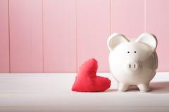 Копилка с красной подушкой сердца Стоковое фото RF