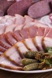 Копченое мясо и различные сосиски Стоковые Изображения