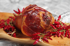 Копченое cowleg и венгерская красная паприка стоковые фото