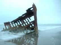 кораблекрушение peter iredale стоковое фото rf