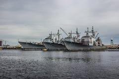 Корабли Американского флота на дворе Норфолка в Вирджинии стоковое фото rf