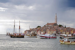 корабли rovinj Хорватии города гаван Стоковые Фото