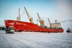 Корабль в льде на разгржать стоковое изображение