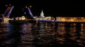 Корабль города ночи моста сток-видео