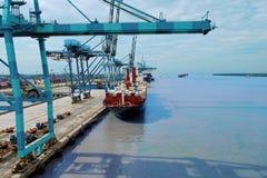 Корабль контейнера нагрузки Стоковые Фотографии RF