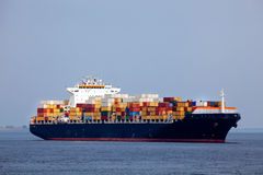 корабль контейнера огромный стоковые изображения rf