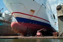 Корабль на стыковке, верфь. Стоковые Фото